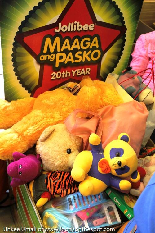 Jollibee launches 20th Maaga ang Pasko w/ Aga Muhlach